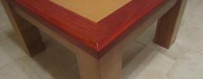 Table basse moderne avec panneau en verre