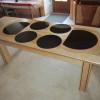 Table design avec verres laqués