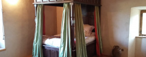 Magnifique «lit du roi» en chêne teinté