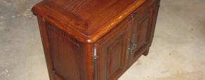petit meuble traditionnel en chêne teinté