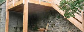 terrasse suspendue en mélèze de pays