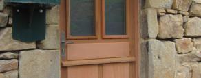 Portes d'entrée à panneaux embrevés